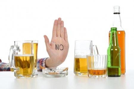 Алкоголизм возможно вылечить только при помощи нарколога