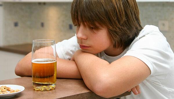 Дети становятся алкоголиками из-за пьющих родителей